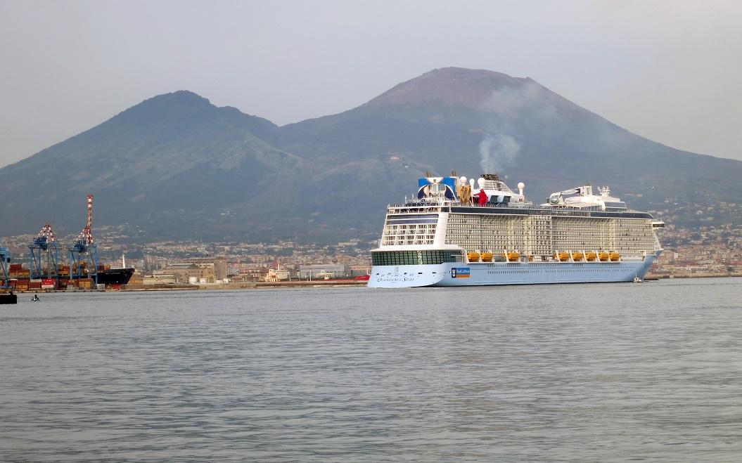 Royal Caribbean, ordina nuova classe di navi ICON