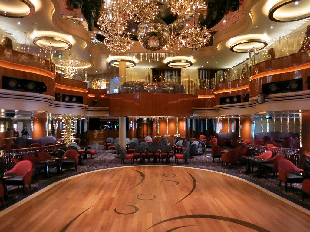queen's lounge koningsdam cruise ship