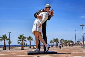foto bacio marinaio