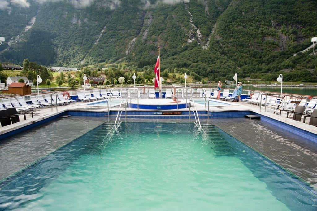 lounge-deck-pool-fjords